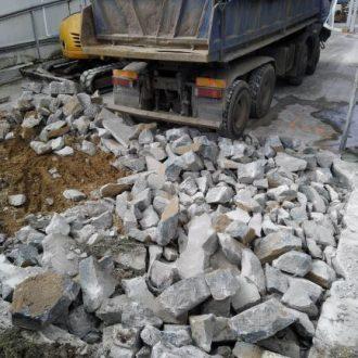 skuwanie betonu pod fundament stacji